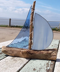 Pyramid Stained Glass Blue Yacht