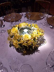 Arranjo floral com vela Rosas e Astromel