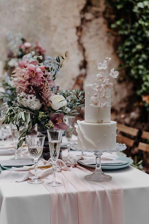 Elegant_wedding_cake.jpeg