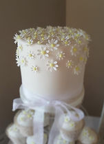 Sugar daisies wedding cake and cupcakes