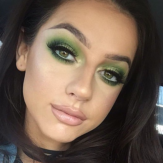 Love a bit of green on the eyes 🥝 Using all _maccosmeticsuk _Studio Fix Fluid mixed with Next To No