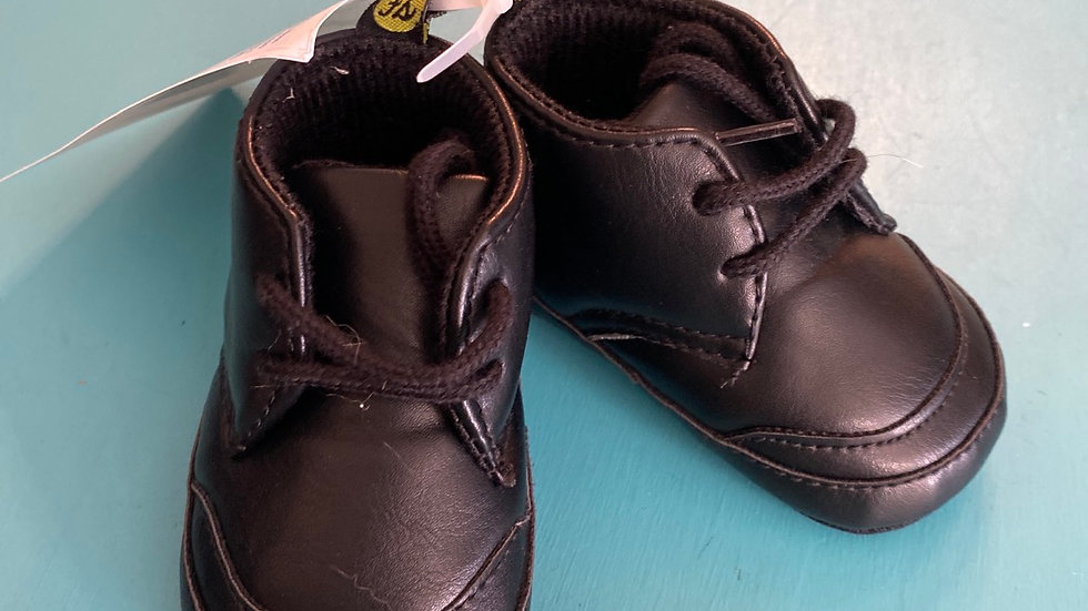 Little kid size 1, 0 to 6 months, black soft sole booties