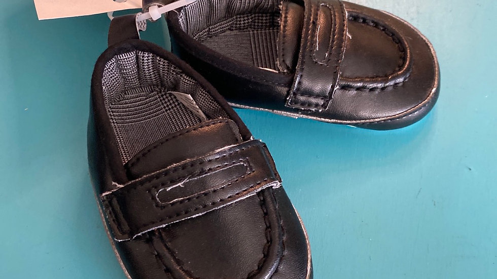 Little kid size 2, 6 to 12 months, black soft sole loafers