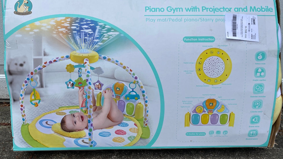Piano gym with projector and mobile