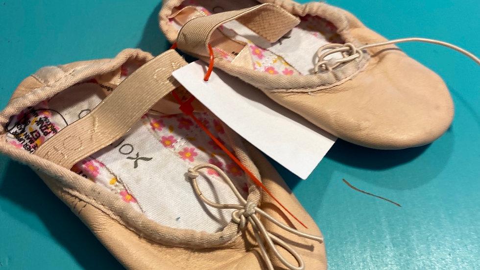 Little kid 4, Ballet shoes