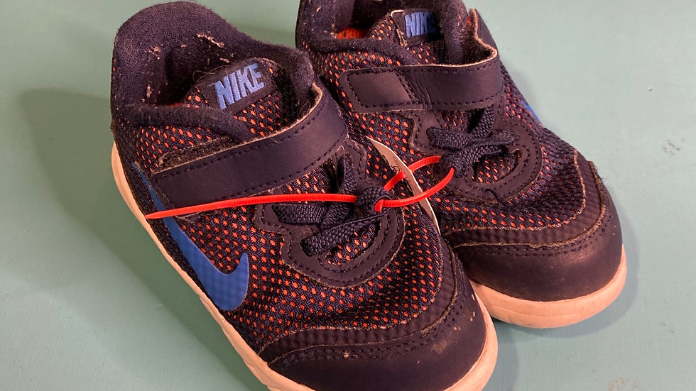 Little kid size 8, Nike Navy with orange