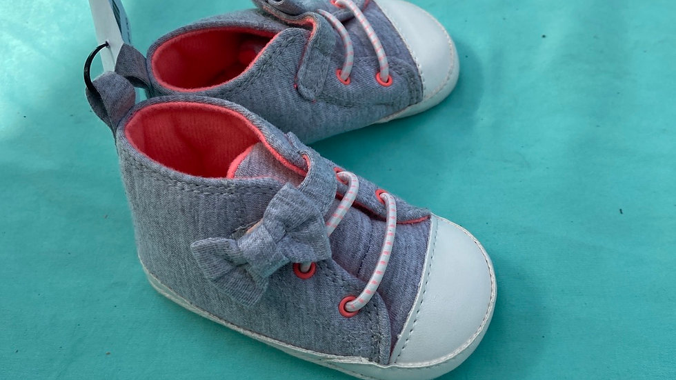 Little kid size 3 to 6 months, gray soft bow