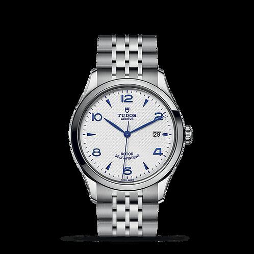 Tudor 1926 91550, 磨光鋼錶殼, 光滑磨光鋼外圈, 蛋白色,浮雕裝飾錶面.