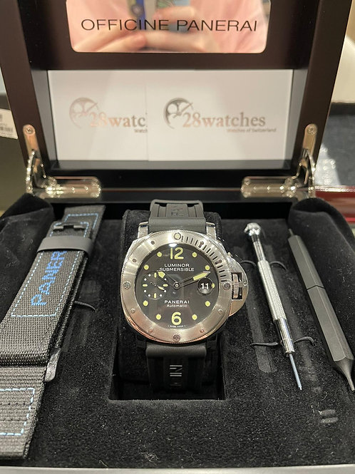 Pre-Owned Panerai Luminor Submersible PAM00024 二手,停產 - 尖沙咀店