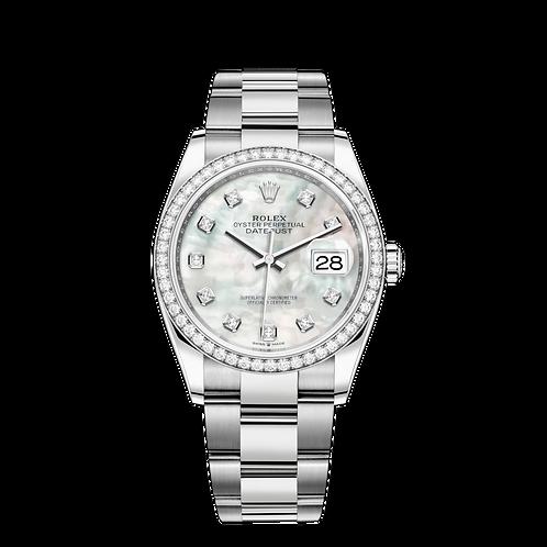 Rolex DATEJUST 126284RBR, 白色黃金鋼錶殼, 鑲有鑽石外圈, 白色珍珠母鑲有鑽石錶面 .