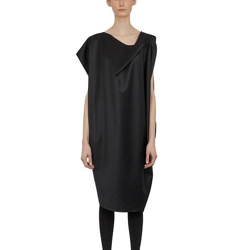 Asymmetrical dress in wool