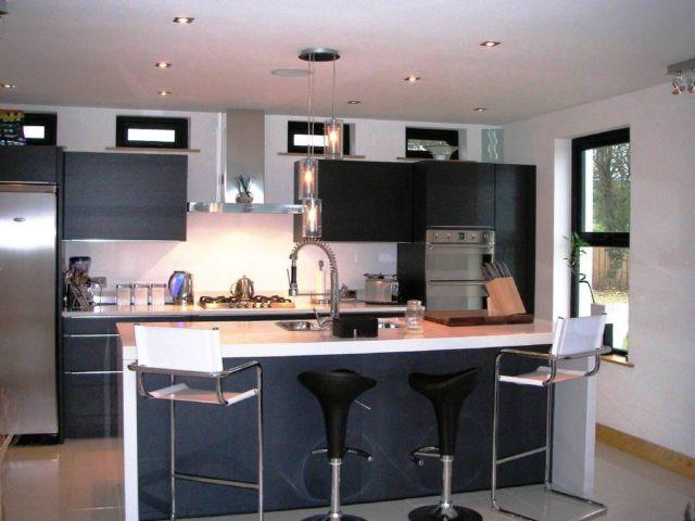 Limpieza a fondo de la cocina y el baño en verano con Gestió Integral.