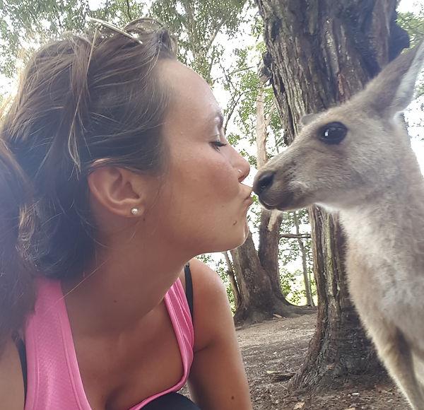 Kangaroo Kiss, NSW, Australia, Ono Vita
