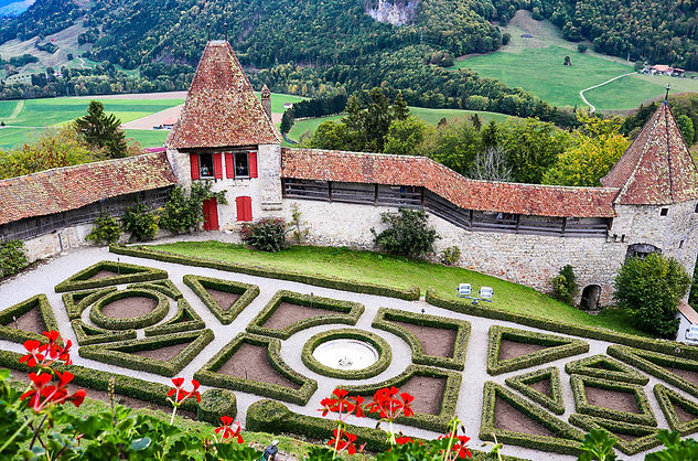 Gruyères Castle Court Yard, Switzerland, onovita