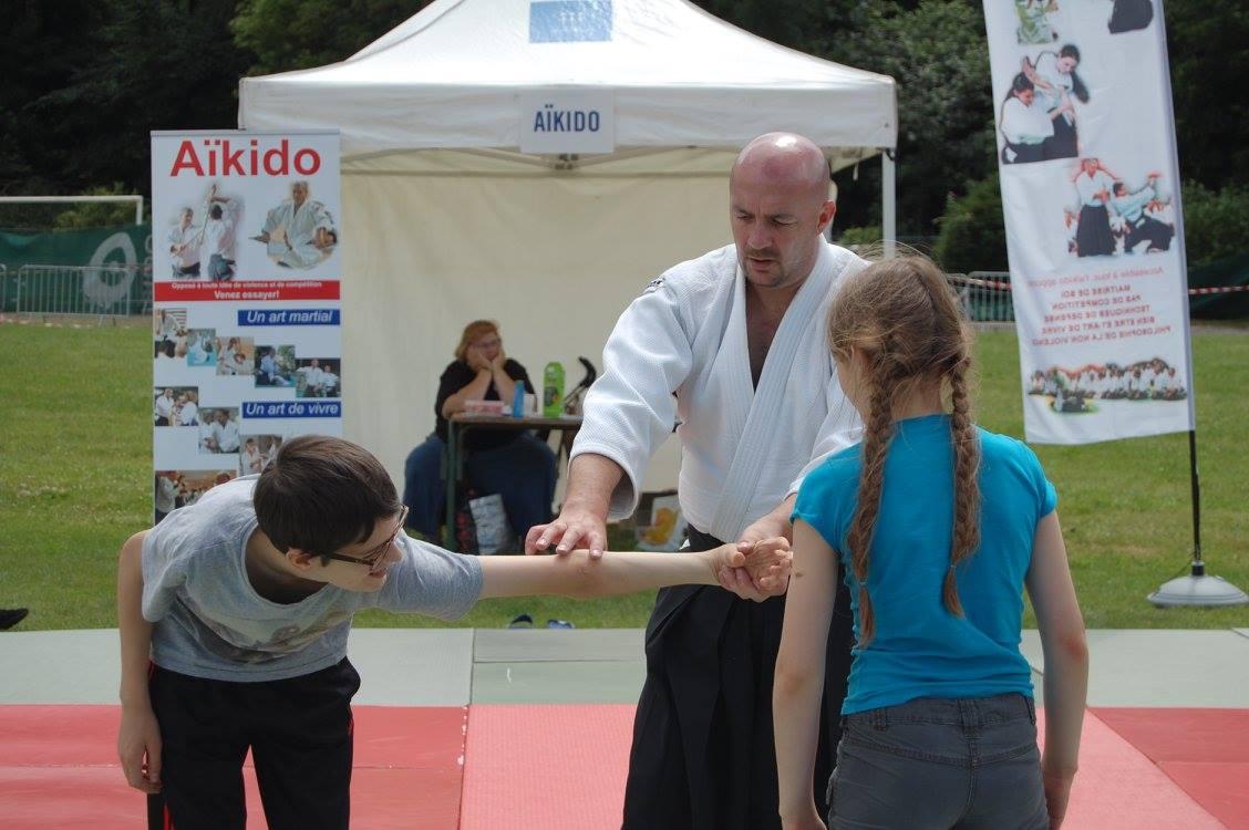 Initiation personnalisée à chaque enfant souhaitant découvrir l'aïkido