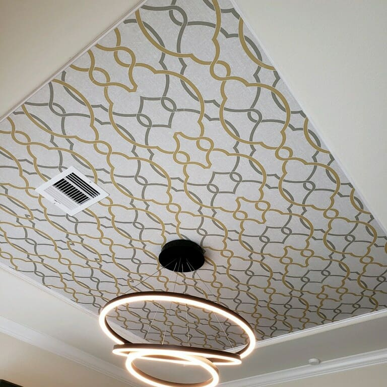 Gris Y Oro Wallpaper Ceiling in Wineroom