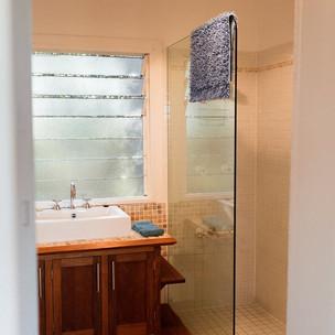 little-house-shower_orig.jpg