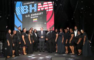 JW Chorale with U.S. Ambassador Kevin Wh