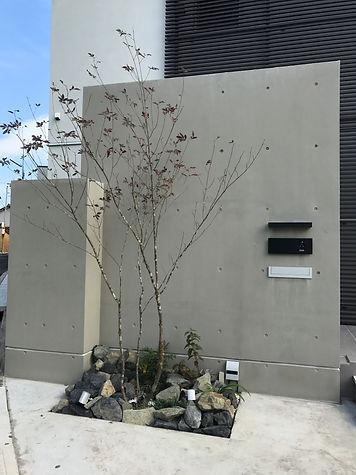 コンクリート・割栗石・シンボルツリー・植栽を使用したシンプルモダンなオープン外構の相談はSun east planningへ