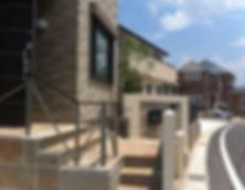 ガビオン・割栗石・モザイクタイル・ジョリパットを使用した開放的でリゾート感溢れるバリモダン外構の相談はSun east planningへ
