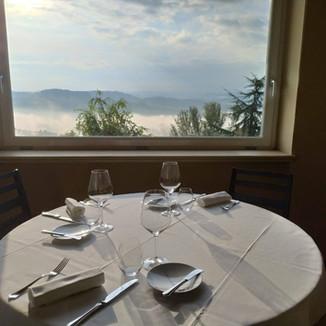 Il nostro tavolo con vista sulle langhe