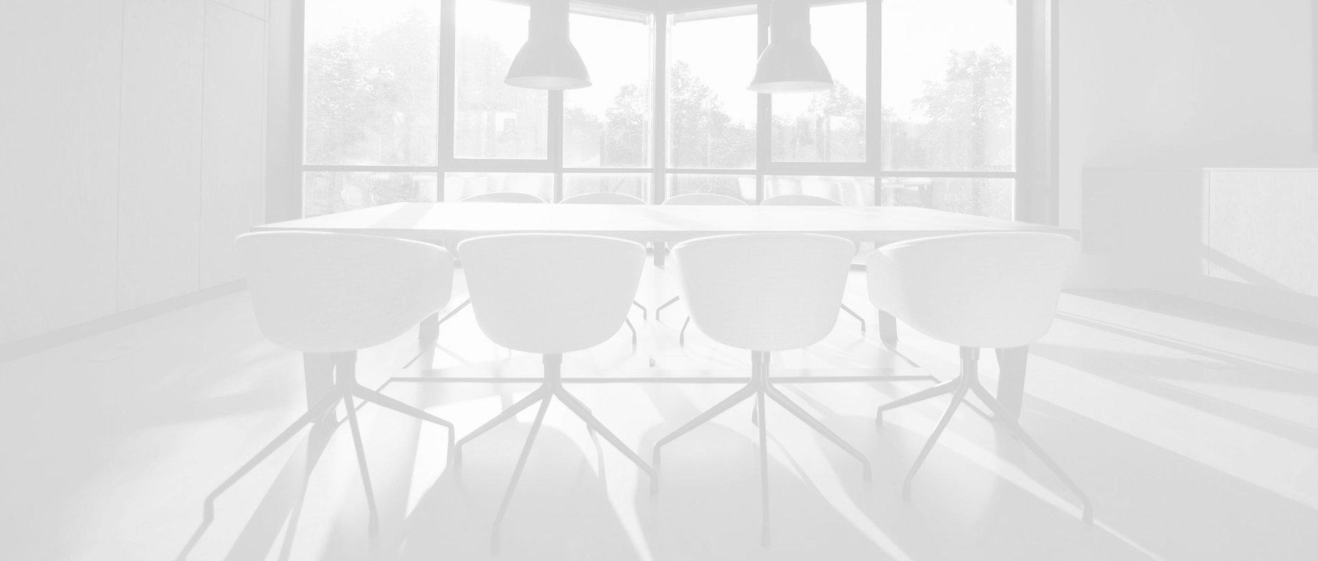褪色的會議桌