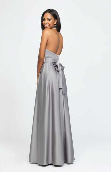 This high neck halter gown features a tie back.Come to see the Allure 1603 at Madelange Laroche Bridal Studio. Book your appointment here.