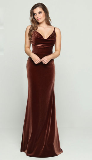 A beautifully timeless silhouette, this dress velvet features a neckline textured. Come to see the DaVinci 60456 at Madelange Laroche Bridal Design Studio. Book your appointment here.