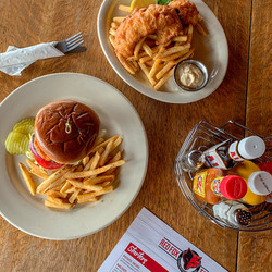 fish-burger-woodtable
