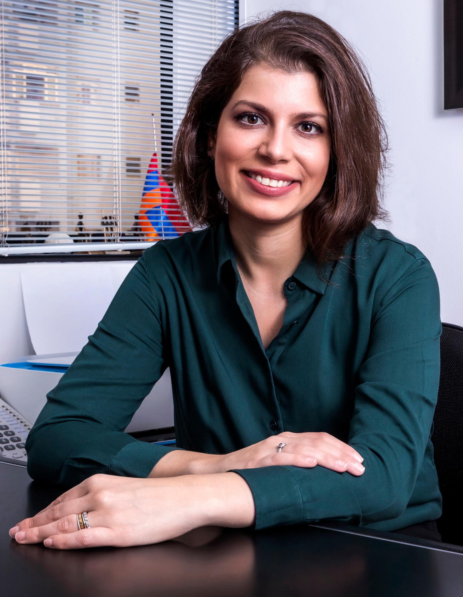 Business portrait of Dra. Lais Lundstedt Kahtalian