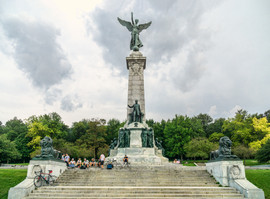 Sir_George_Etienne_Cartier_Monument,_Mon