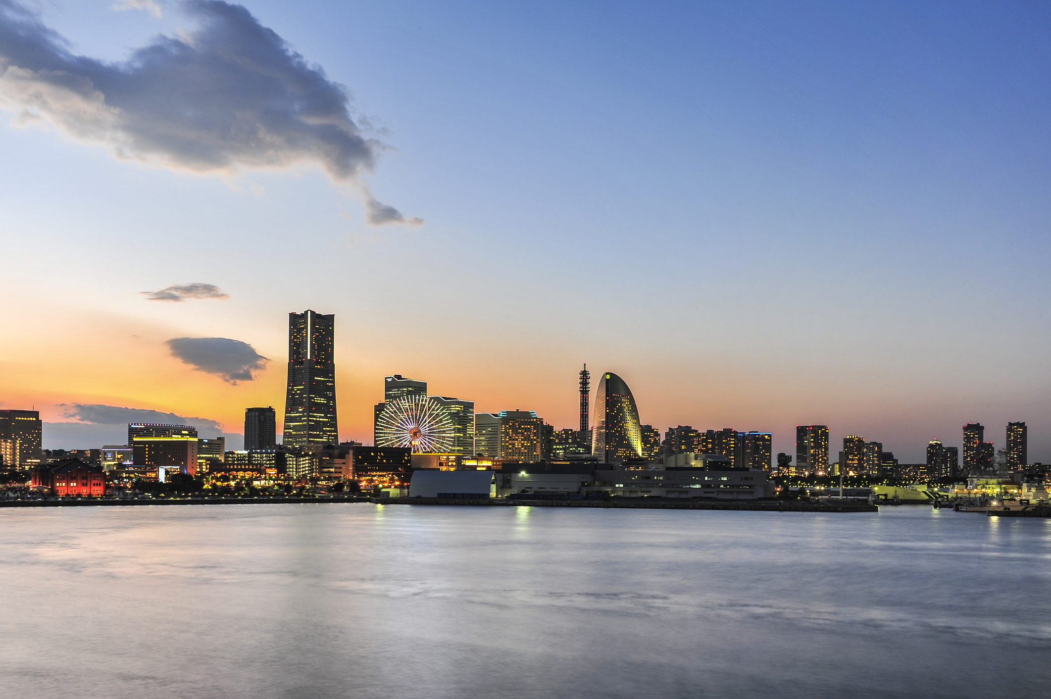 Yokohama-city-at-sunset-519492829_2125x1
