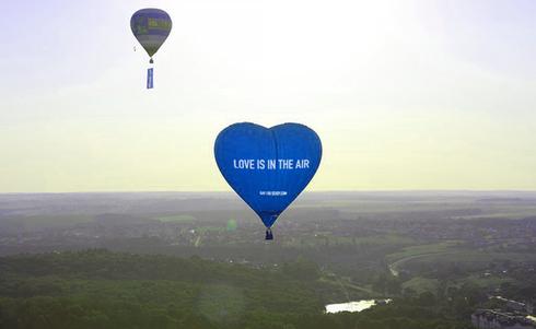 Hot Air Balloon Blue.png