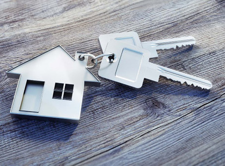 En caso de custodia compartida de padres sin recursos debe venderse la vivienda común