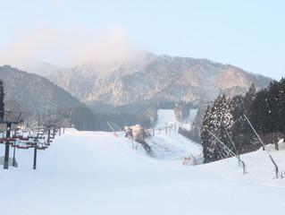 最高のスキー・スノーボード日和になりそうです。
