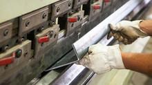 Veja como funciona o processo de dobra de chapas de aço