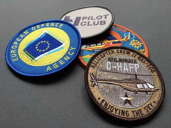 Ecussons aéronautique - patchs personnalisés. Wearcraft écussons aéronautique de qualité personnalisés sur mesure, en broderie, tissage, pvc ou chenille.