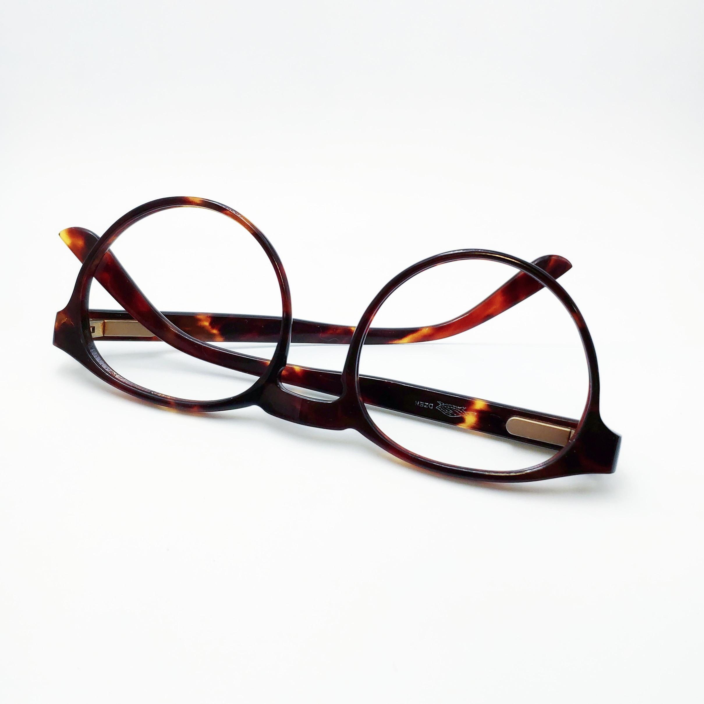 Récupérer des lunettes rue Pastourelle