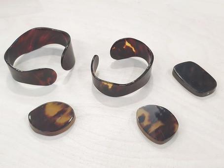 Bracelets manchettes en écaille de tortue véritable / Genuine tortoise shell cuffs