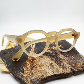 Lunettes en corne de buffle blonde / Blond buffalo horn eyewear