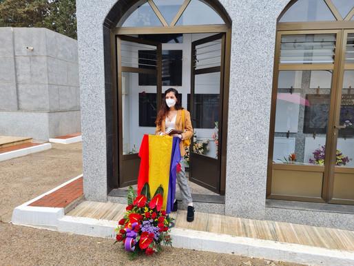Flores para recordar el 90 aniversario de la proclamación de la Segunda República