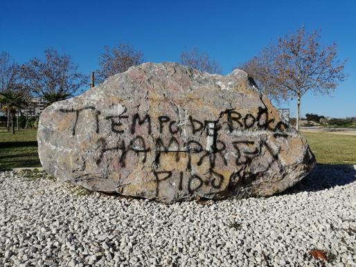 Nuevo acto vandálico en Águilas contra el memorial de deportados a campos de concentración nazis