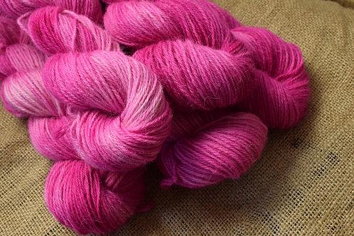 Hand dyed Lambs Wool Dk 100g - 'Pinks'