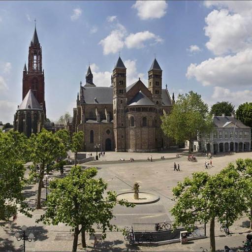 Maastricht weekmarkt /Vrijthof