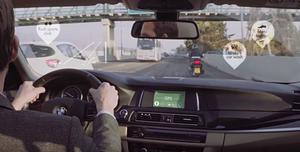 eyeSight社のin-cabin sencingイメージ画像。道路・風景の画像認識によって車内にアイコンが映し出されている。