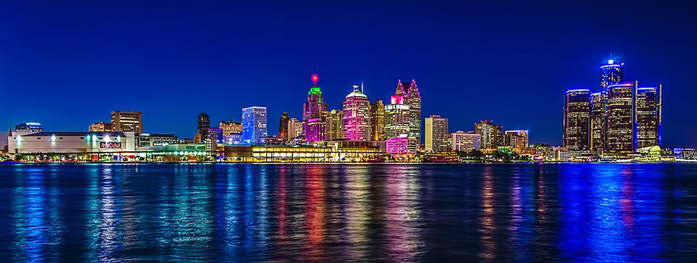 detroit-michigan-night-skyline-waterfron