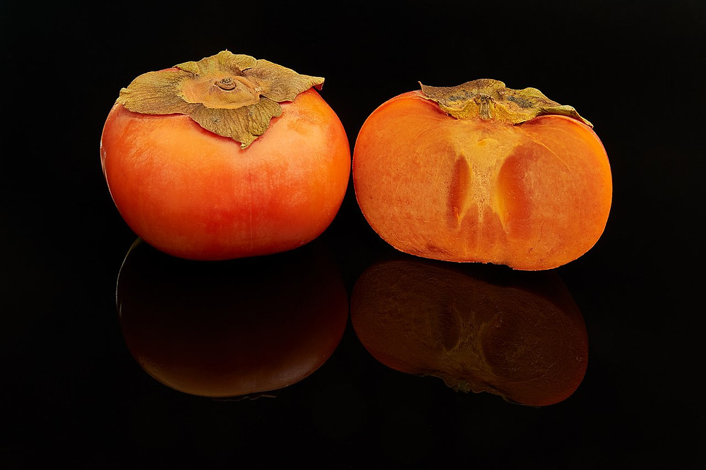 https://commons.wikimedia.org/wiki/File:Fuyu_persimmon_fruits,_one_cut_open.jpg