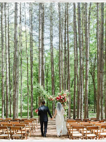 107-bride-and-groom-in-the-aisle-at-an-o
