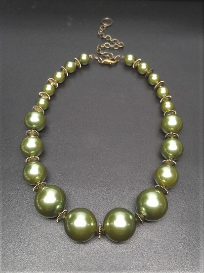 Graduating Green Pearl Chunky Choker Necklace