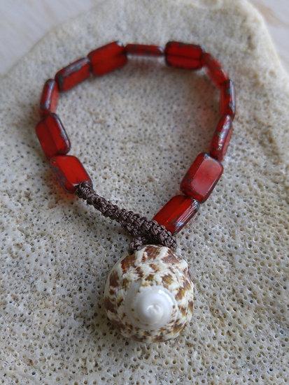 shell & red glass bead bracelet